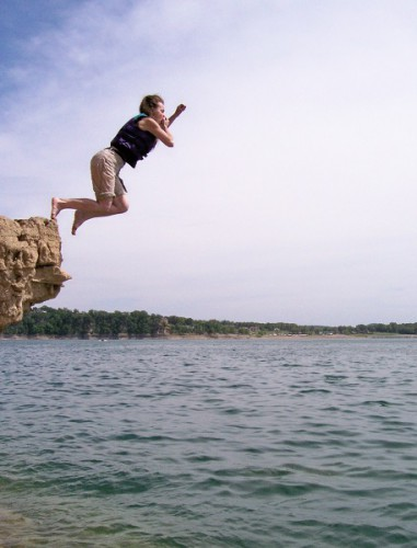 Girl jumps from bluff into Norfork Lake