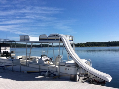 Pontoon for rent on Norfork Lake